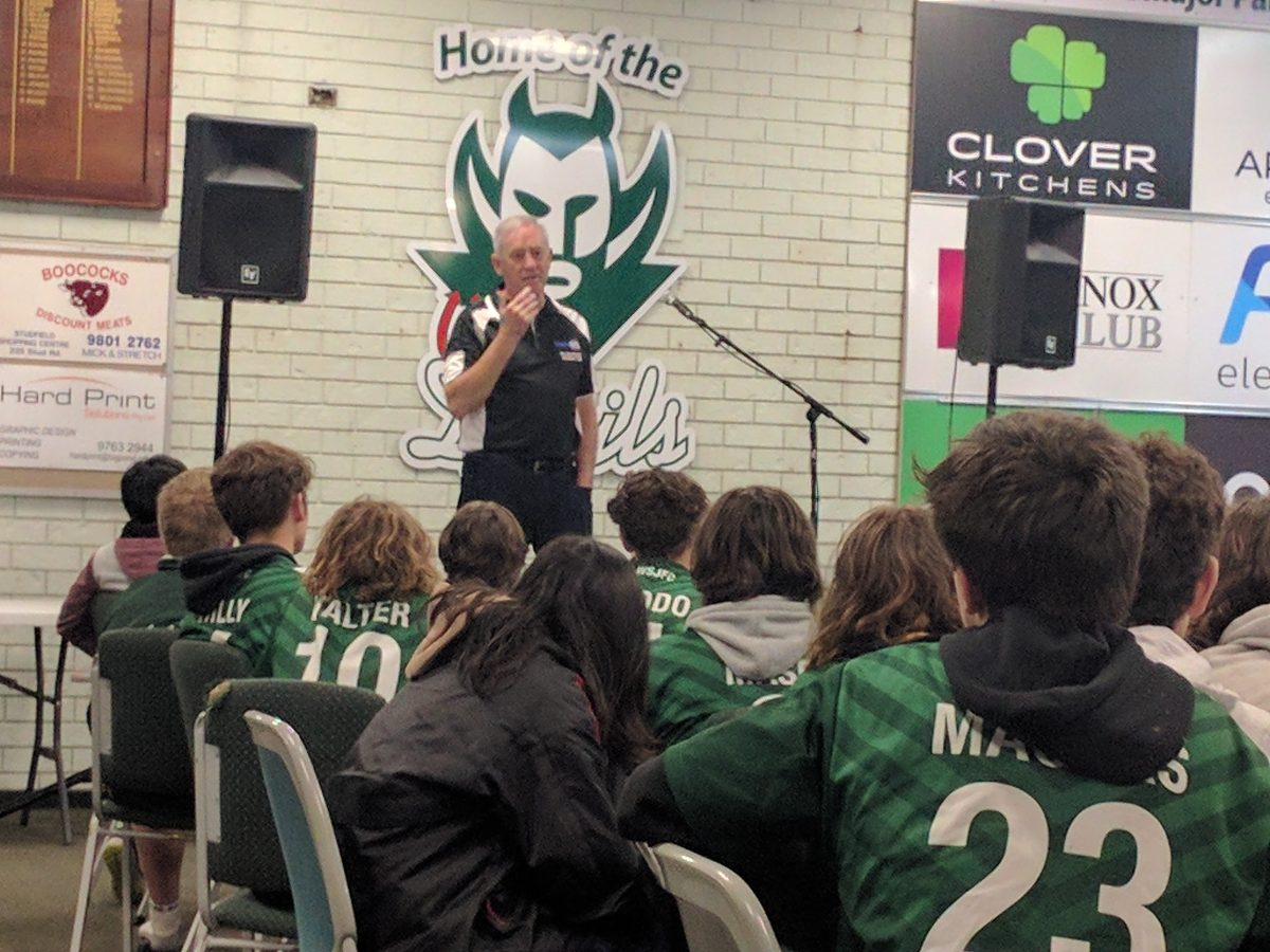 Stan Alves speaks to Juniors & U19's